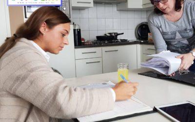 Nieuwe adviseur Demi tekent haar allereerste contract